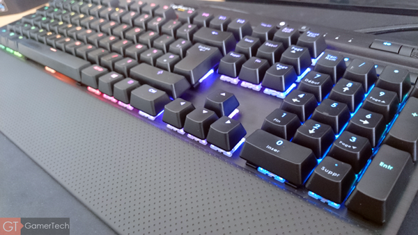 corsair k70 rgb test le clavier m canique revisit. Black Bedroom Furniture Sets. Home Design Ideas