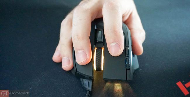 Confort de la souris Corsair Sabre RGB