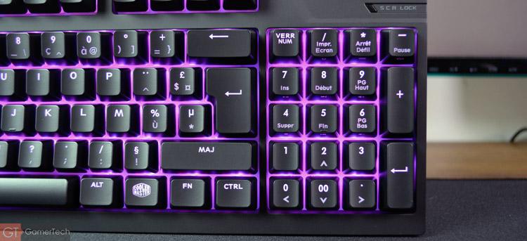 Le clavier n'intègre pas directement de flèches directionnelles