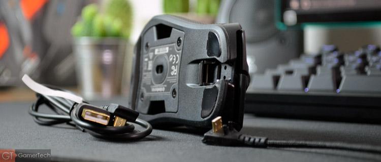 La souris est livrée avec 2 câbles interchangeables