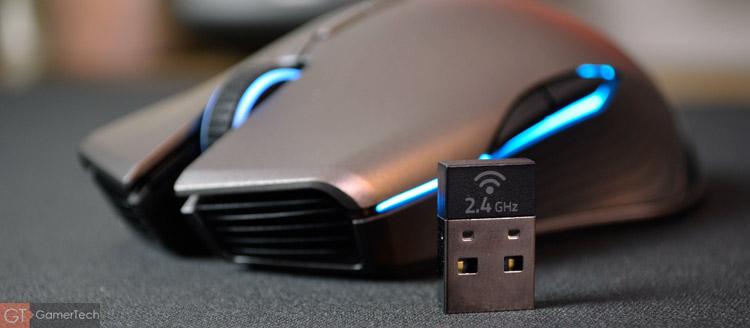 La souris dispose d'une connexion sans-fil et sans latence