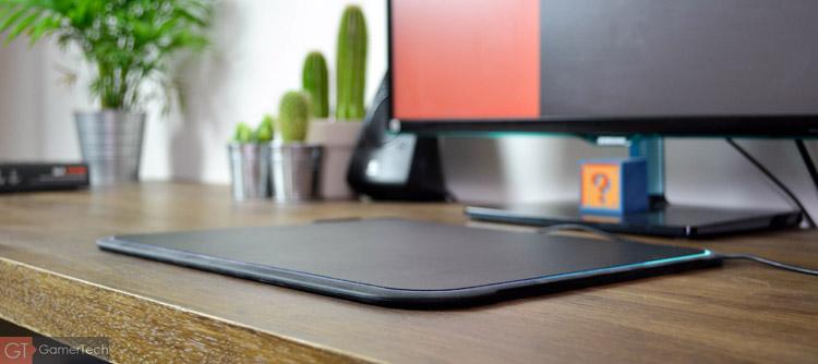 Le QcK Prism est un tapis de souris gaming avec rétroéclairage