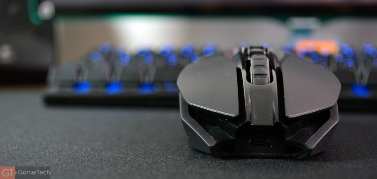 La G903 s'inspire du design de la G900
