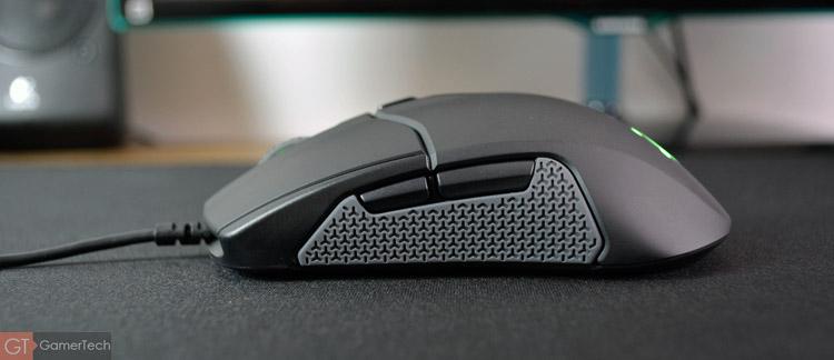 La souris dispose de 8 boutons pour le jeu