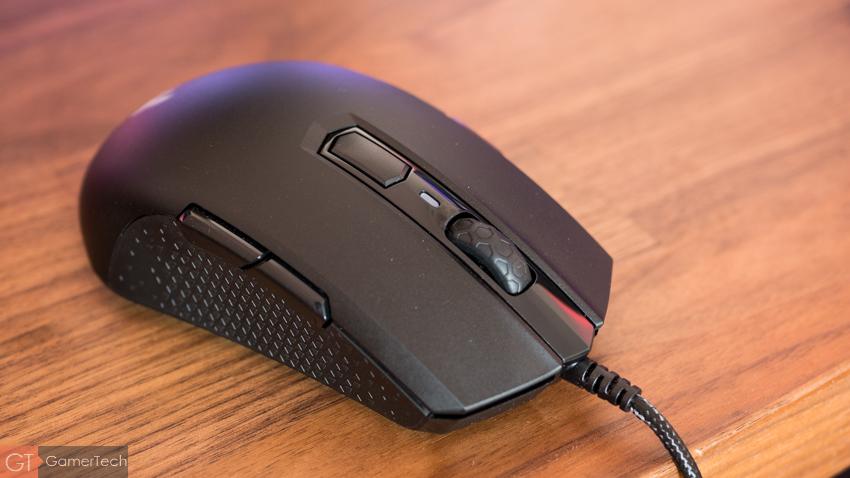 La molette de la souris gamer M55 est de bonne facture.