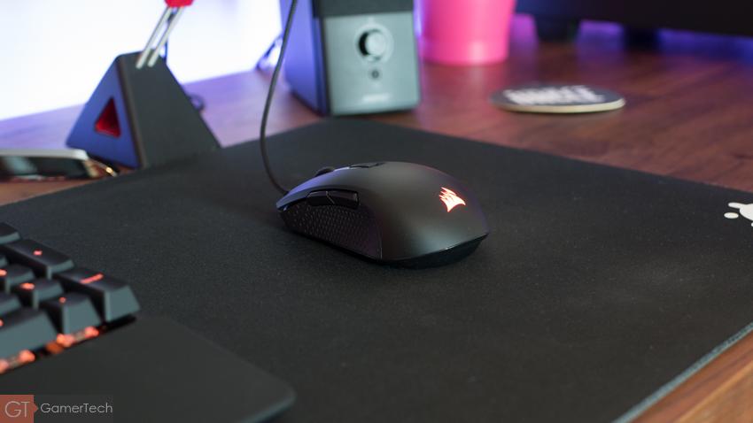 Corsair M55 Pro RGB, une souris ambidextre.