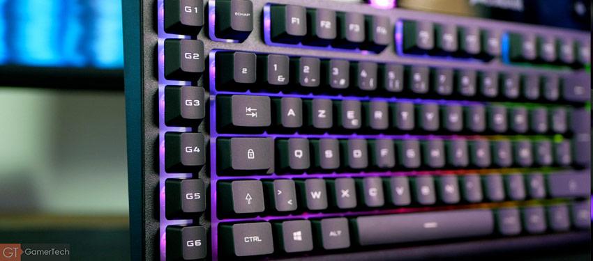 Le clavier embarque des touches supplémentaires pour les macros
