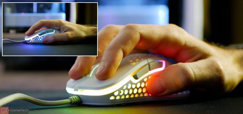 La souris est confortable en palm grim et claw grip