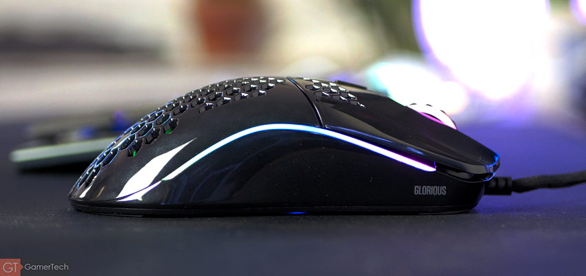 Façade latérale sans bouton - La souris est pensée pour les droitiers