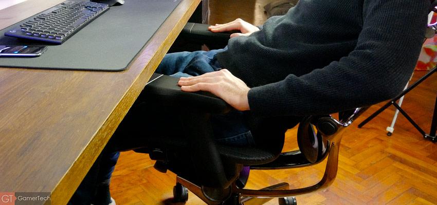 Le dossier de la chaise peut être incliné