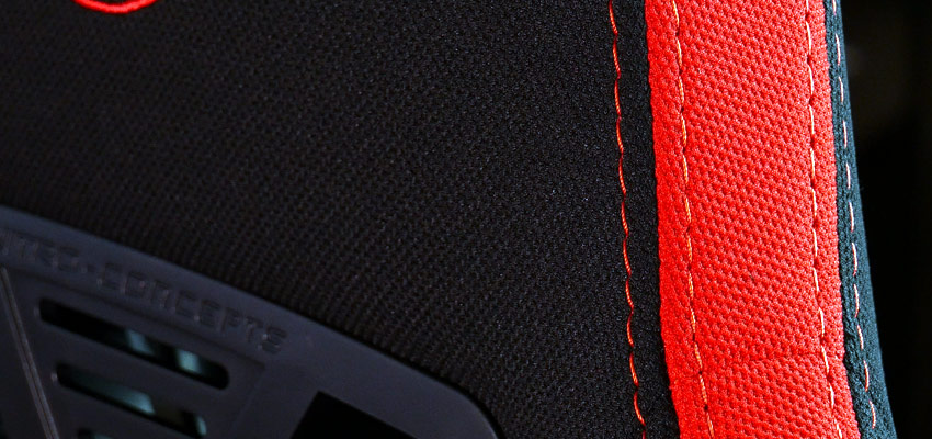 Une chaise gamer avec revêtement en tissu