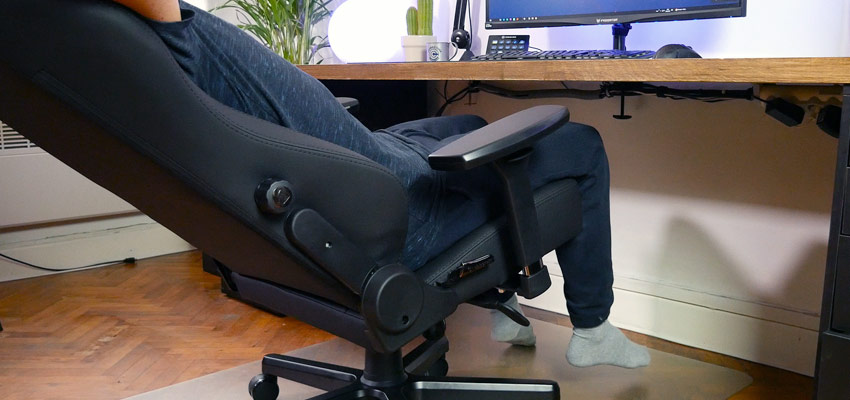 Le siège peut être incliné au niveau du dossier et de l'assise
