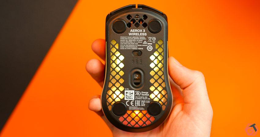 Les patins PTFE de la SteelSeries Aerox 3 Wireless