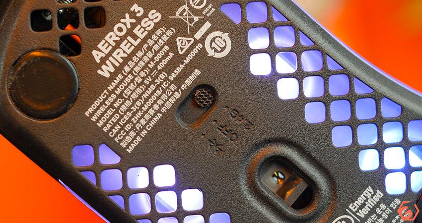 La souris se connecte en 2.4 Ghz ou Bluetooth