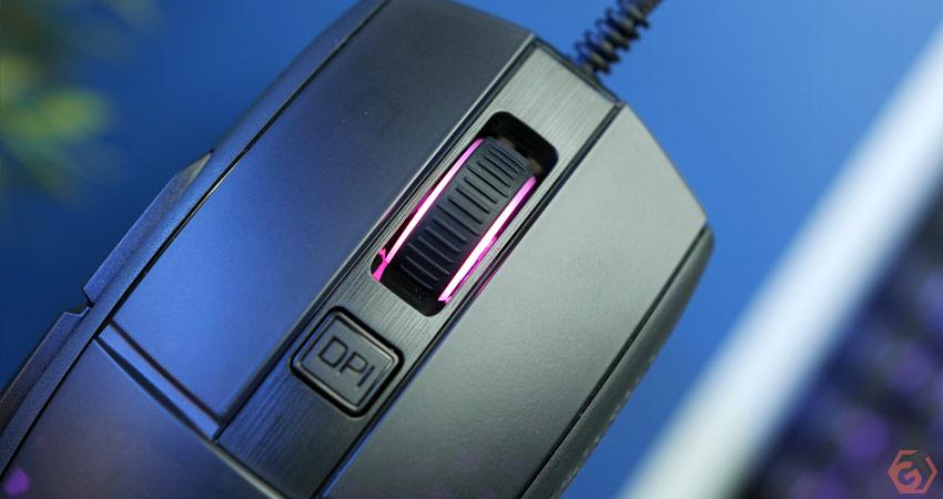 Les deux boutons principaux disposent de switches optiques Roccat Titan