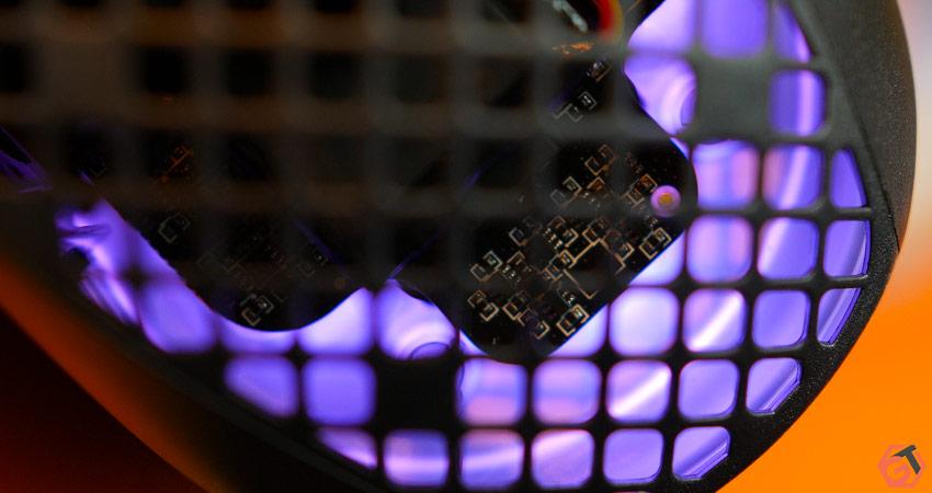 Le PCB de la souris est protégé contre la poussière et les liquides