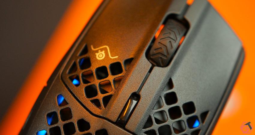 Zoom sur les boutons de la SteelSeries Aerox 3 Wireless