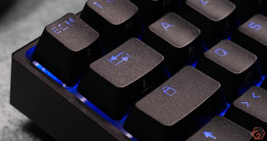 Le clavier dispose de keycaps en doubleshot PBT