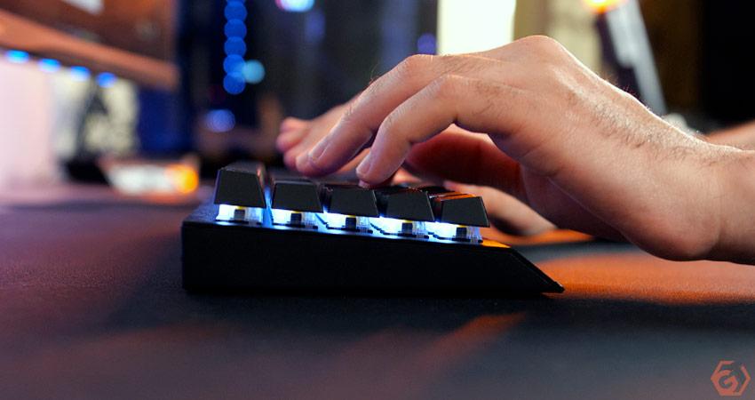 Le clavier manque de confort sans repose-poignet