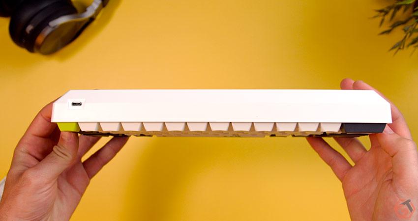 Le clavier se connecte en USB-C