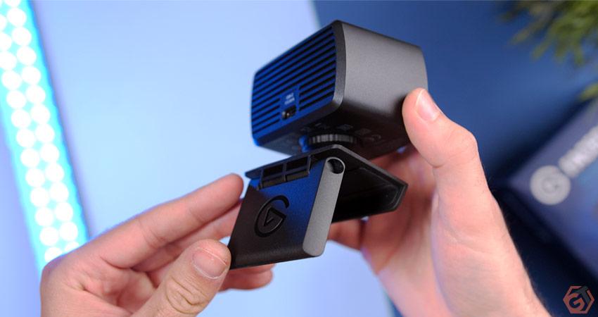 La webcam s'installe facilement sur un écran ou un support tiers
